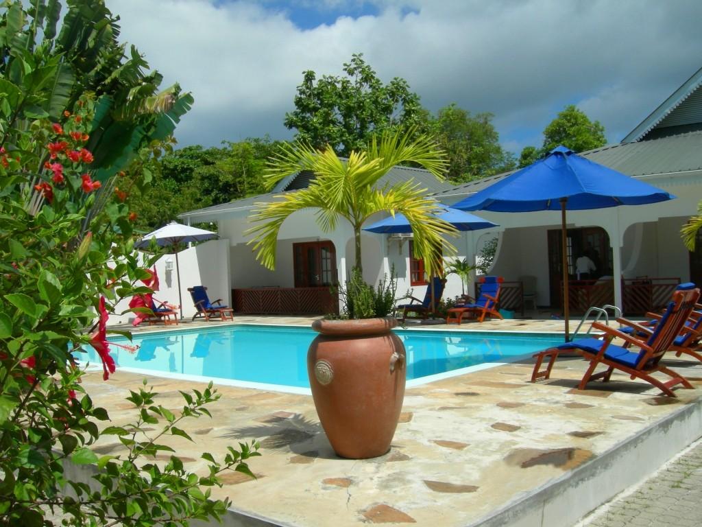 Villas de Mer, guesthouse pool, Seychelles