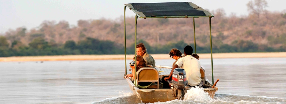 river boat safari family in Selous