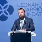 LeonardoDiCaprio-speaker-stand-suit-hipster-beard-LeonardoDiCaprioFoundation-@LeoDiCaprio