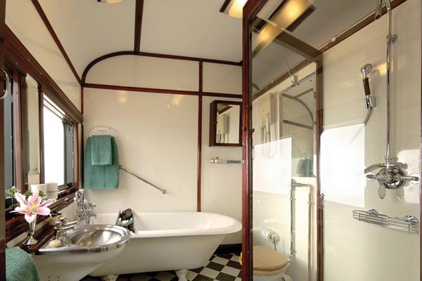 Rovos Rail bath, luxury train