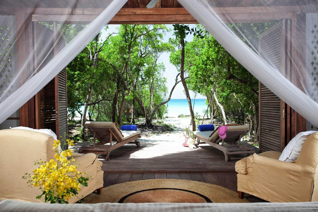 DES_Highlights_Moz_0003_QUIRIMBAS-Suluwilo-room-and-sea.jpg