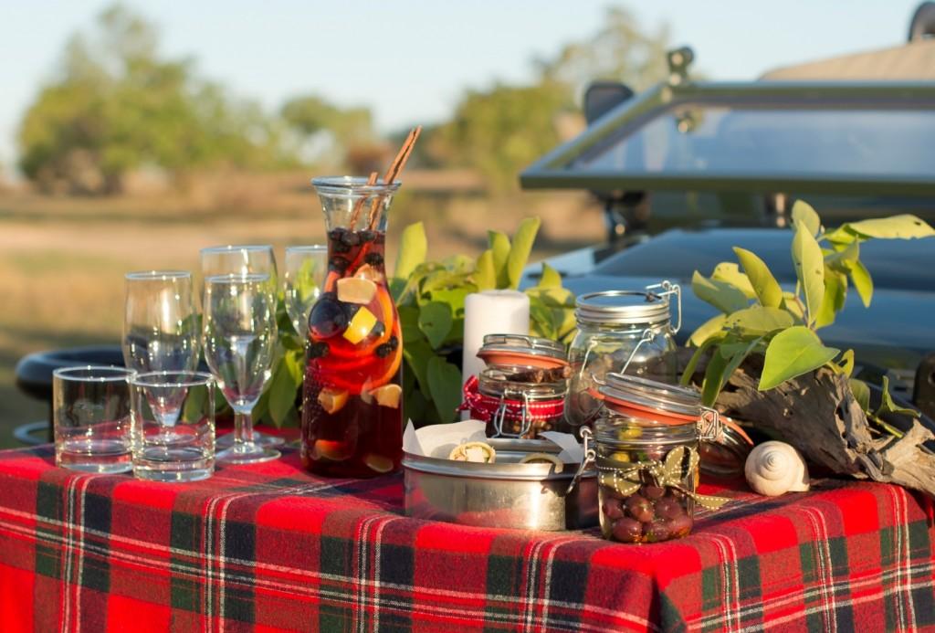 Refreshments and nibbles at Singita Christmas safari