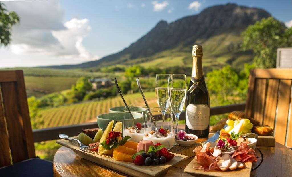Delaire Graff - Breakfast in the luxury lodge Cape, South Africa