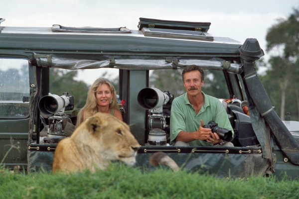 Jonathan-and-Angie-Scott-photography-vehicle-lioness