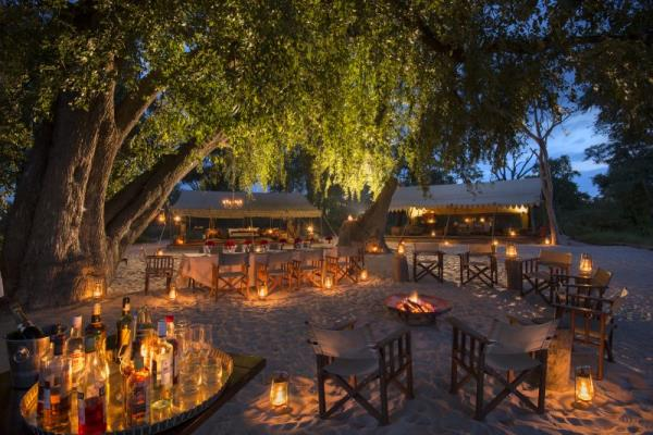 Botswana - Great Plains Botswana Expeditions Selinda explorers camp drinks Dook