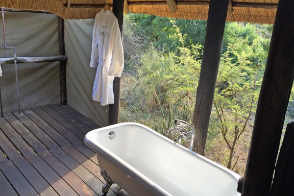 IMG_1267 Roll top bath Wait A Little SA 600 400