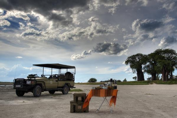 Nxai-Pan-Sundowners-on-Wildlife-Drive-kalahari