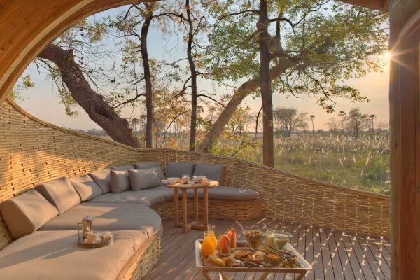 Sandibe_AndBeyond_breakfast_sunrise_Okavango_Delta_Botswana