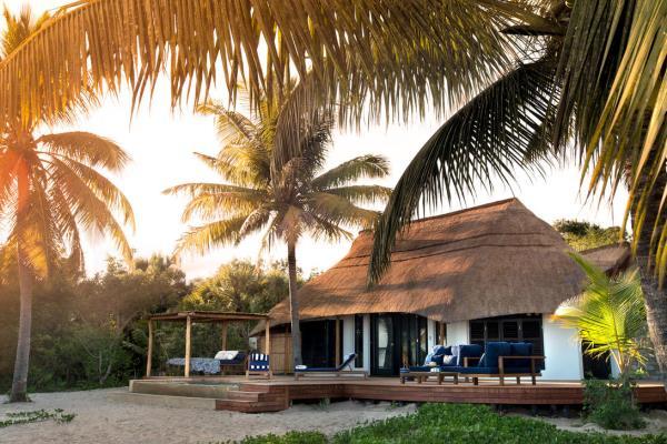 zura-Benguerra-beach-lodge-exterior-Bazarato-Archipelago-Mozambique-@AzuraRetreats-@andbeyond