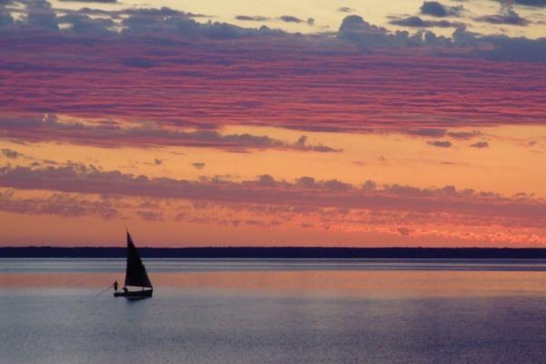 Azura-Benguerra-dhow-sailing-Bazarato-Archipelago-Mozambique-@AzuraRetreats-