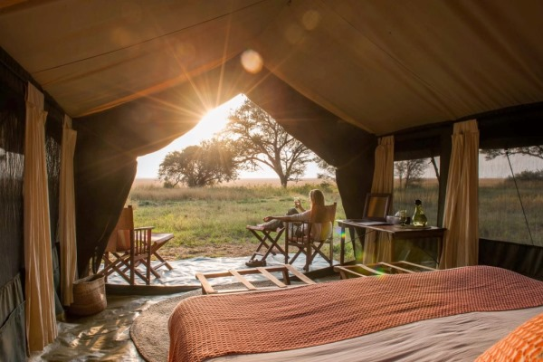 Bedroom-Dawn-Serengeti-Safari-Camp-Tanzania-@NomadTanzania