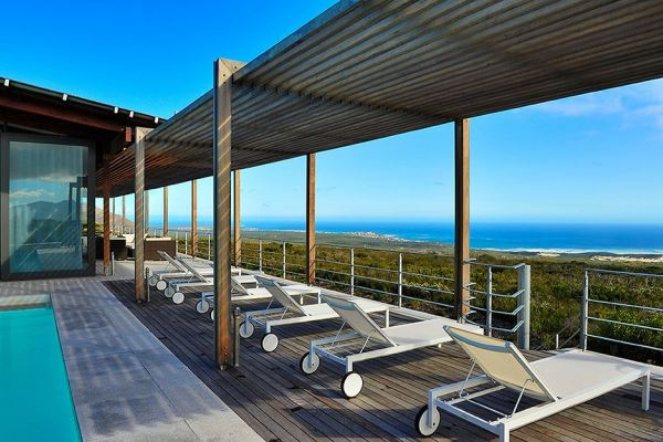 Grootbos-whale-watching-boat-trips-walker-bay-SouthAfrica