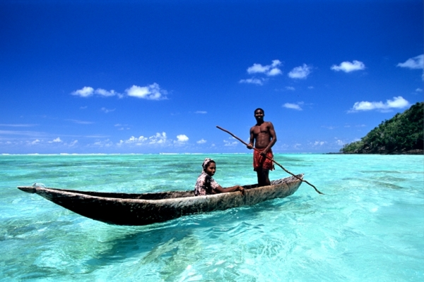 Masoala-Forest-Lodge-beach-canoe-local-Baie-DAntongil-@madaclassic-Madagascar