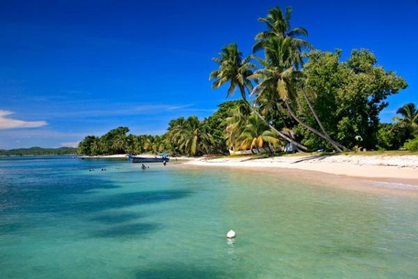 Princesse-Bora-Ile-Ste-Marie-Madagascar-beach-jetty-palm-tree-Plage-Leroy-@PrincesseBora