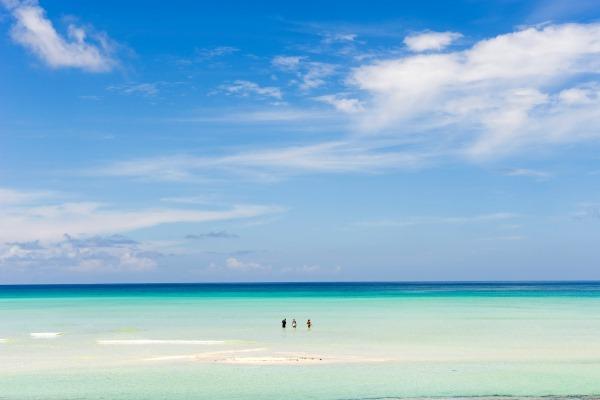 Wading-Vamizi-Island-white-sand-beach-quirimbas-archipelago-mozambique