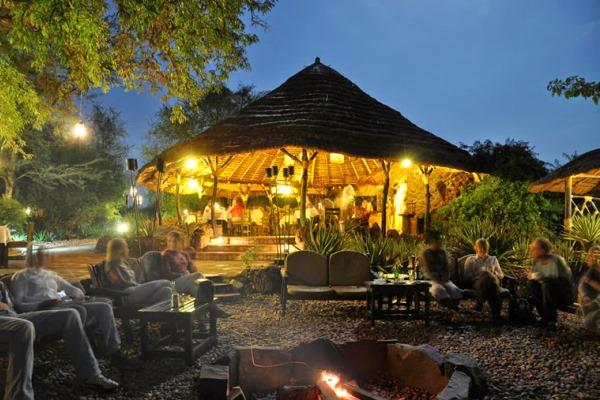 dinners-around-the-camp-fire-uganda-murchinson-falls-nile-safari-lodge-classic-africa-safaris-600-400