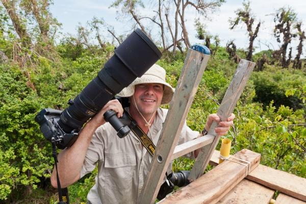 kasanka-bat-viewing-platform-photographer-lens-600-400