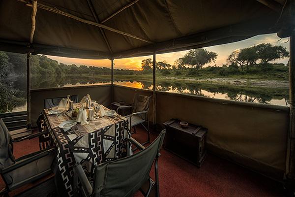 meno-a-kwena-dining-river-makgadikgadi-botswana-600-400