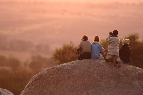 serengeti-safari-camp-nomad-tanzania-boulder-sundown