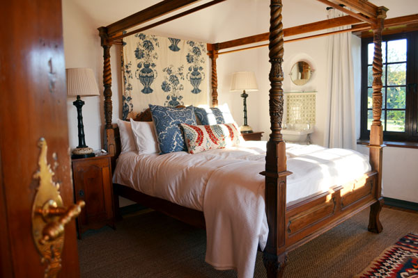 Boschendal-Farm-Cape-SouthAfrica-Rhodes-Cottage-four poster bedroom
