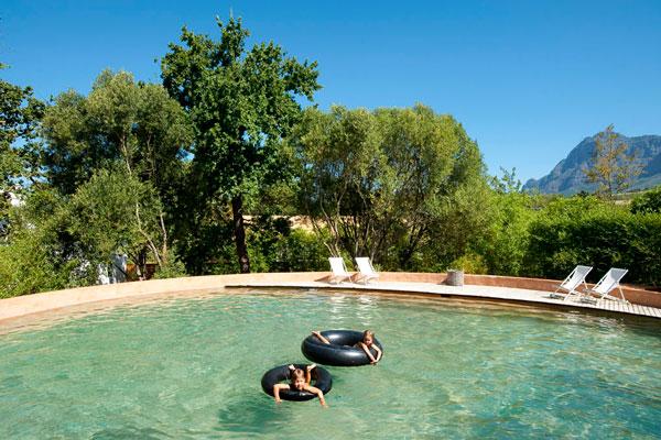 Babylonstoren-pool-kids