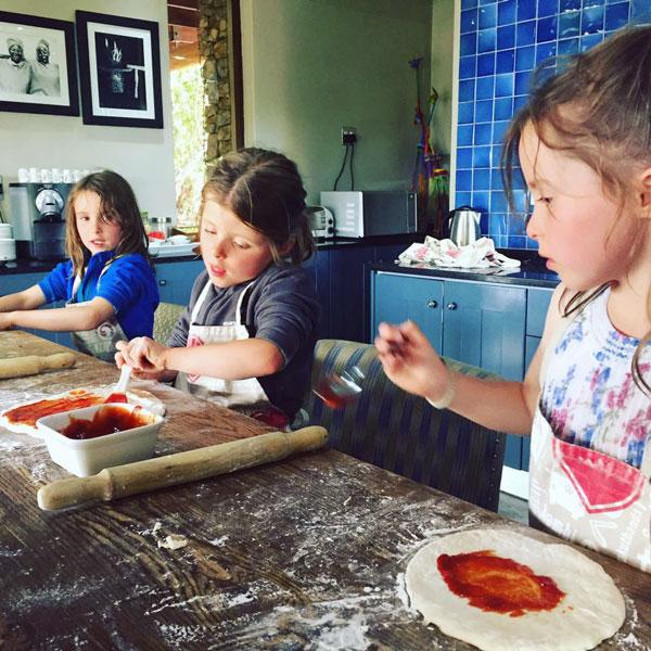 gully-family-making-pizza-kwandwe-southafrica