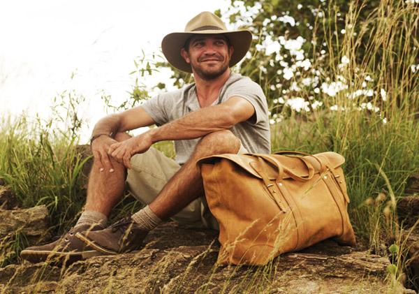 long-weekender-2-sandstorm-bag leather safari luggage
