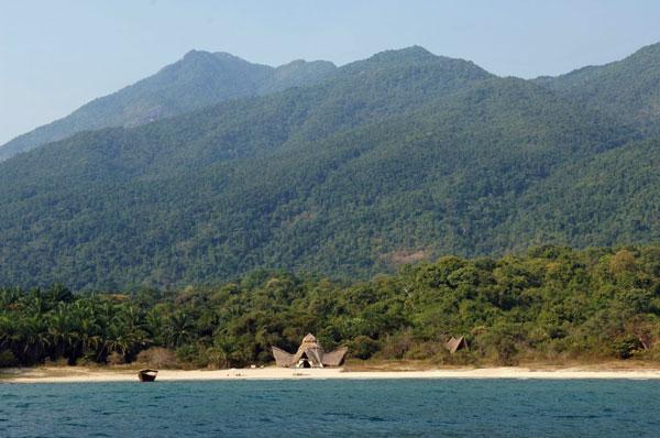 Greystoke-Mahale-Tanzania-beach-lake