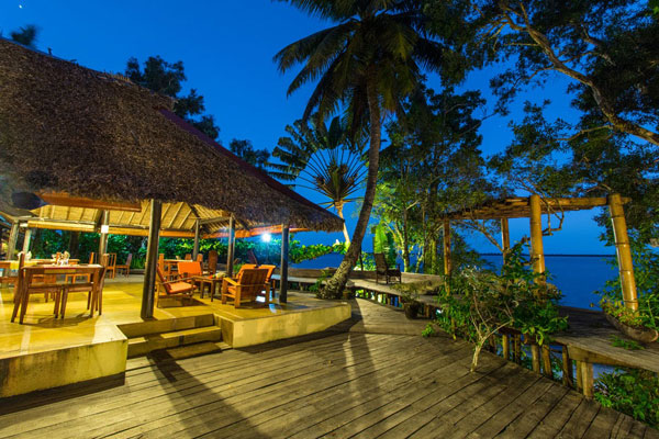 Bush-House-deck-and-beach-night-600-400