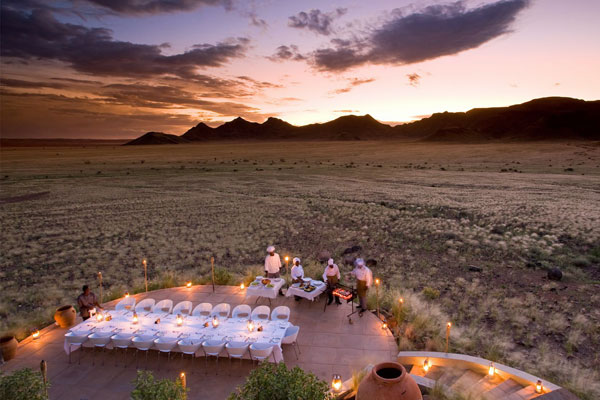 sossusvlei-desert-lodge-group-dining-600-400