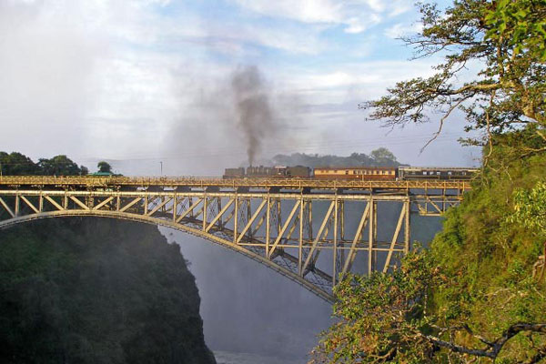 zambia-zimbabwe-bushtracks-express-steam-train2-600-400