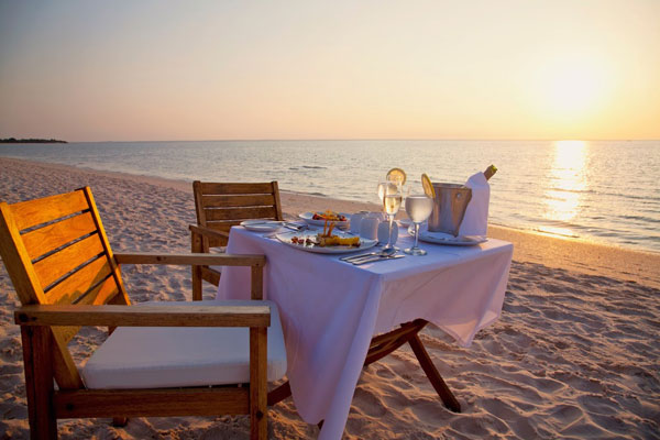 Azura-Benguerra-dinner-set-up-on-beach-at-sunset-600-400