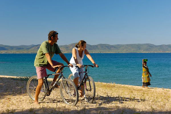 beaches with adventure cycling around Lake Malawi, Kaya Mawa