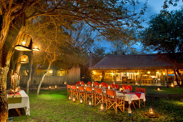 Communal dining at Tanda Tula, South Africa solo safari