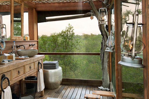 Luxury ensuite bathroom and a hot shower, Kingston Treehouse