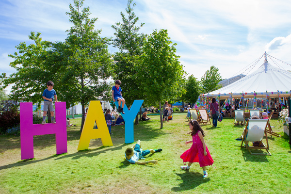 Hay Festival sign and children at Hay-on-the-Wye, credit Elisabeth Broekaert