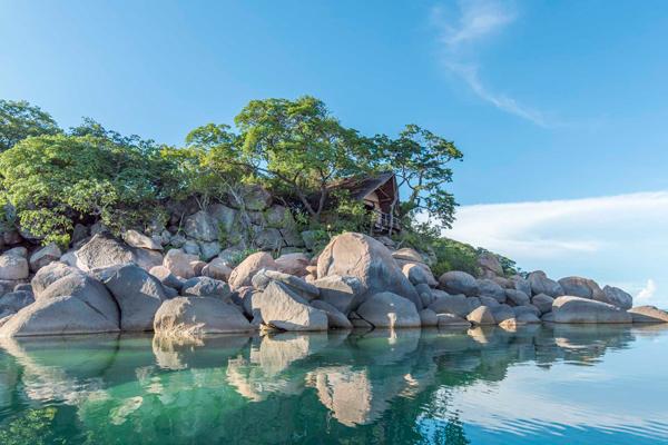 Lake Malawi's crystal clear waters at Mumbo Island Camp